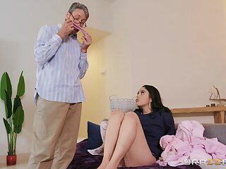 Impressionable Vanessa Sky gets busy with a much older suppliant